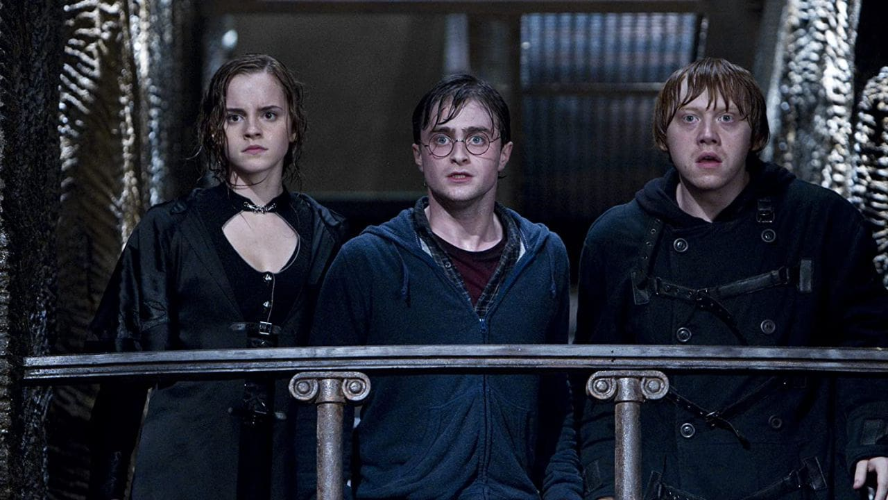 Harry, Ron e Hermione in Harry Potter e i Doni della Morte - Parte 2. Leggi la recensione di cinemando.