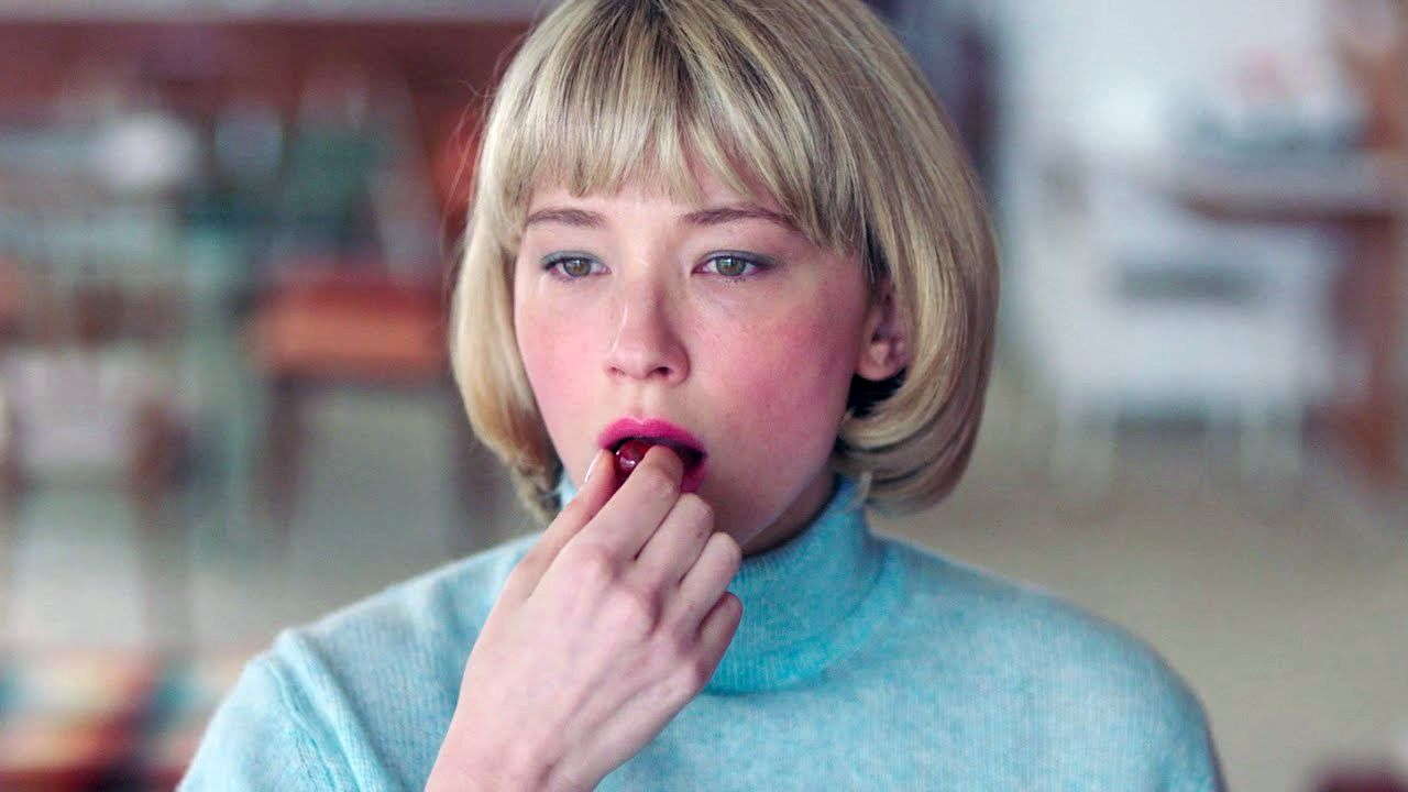 Haley Bennett in Swallow. Leggi la recensione di cinemando dell'esordio di Carlo Mirabella-Davis.