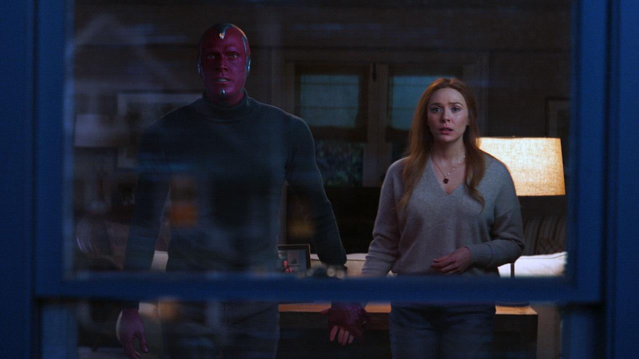 Paul Bettany e Elizabeth Olsen in WandaVision - Leggi la recensione di cinemando della prima serie originale targata Marvel Studios, disponibile in streaming su Disney+