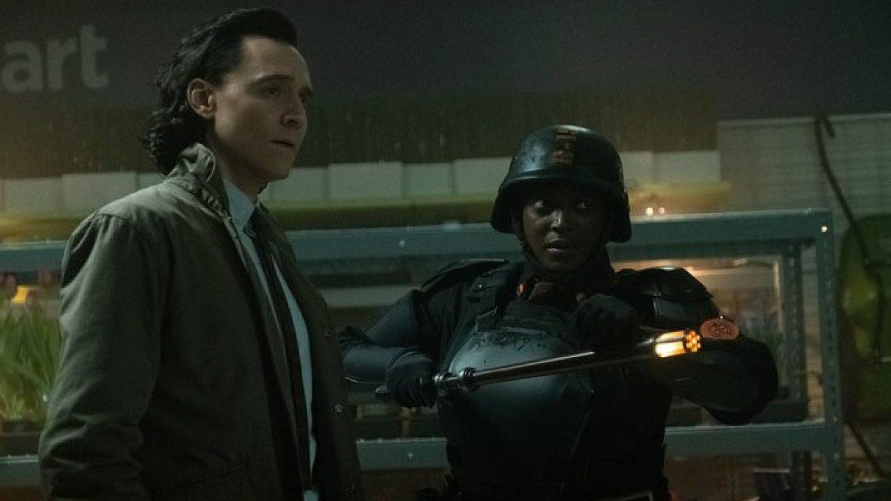 Loki: la recensione di Cinemando della terza serie originale Marvel Studios, incentrata sulle vicende del Dio dell'inganno di Tom Hiddleston dopo gli eventi di Avengers: Endgame